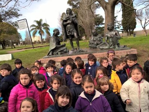 2016: Nivel 5 visitó el Monumento a los Charrúas